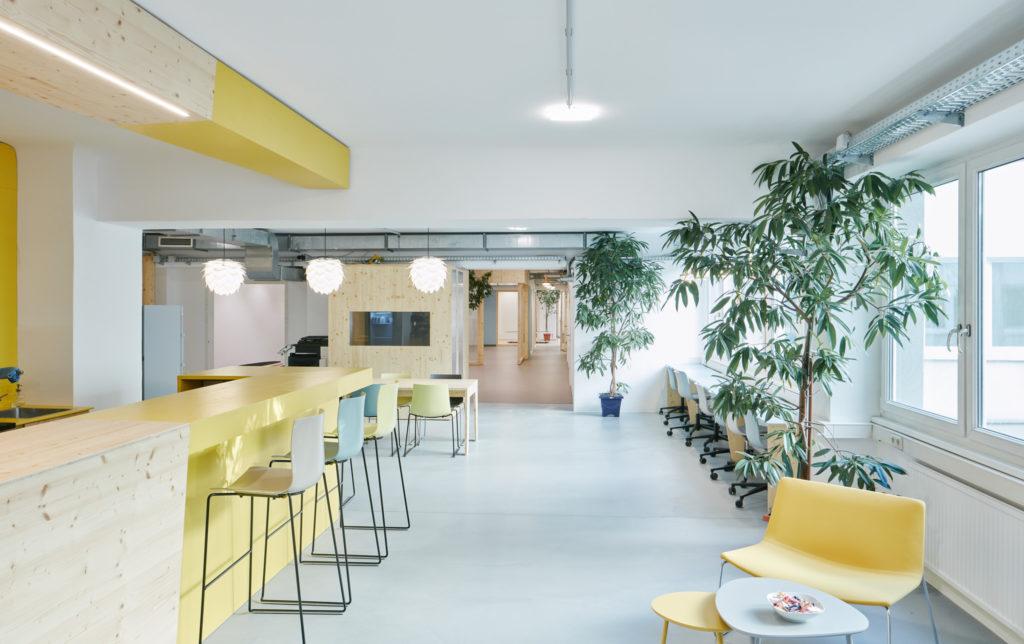 brainsandbodies coworking - Der Blick vom Eingang in den Coworking Space
